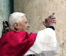 Le cardinal Ratzinger devient Benoit XVI